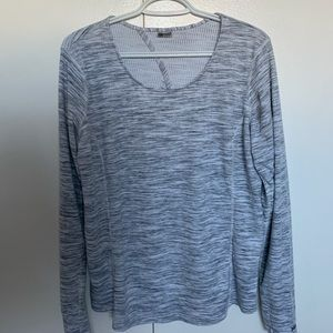 Long-sleeve yoga sweater. Very soft cotton fabric.